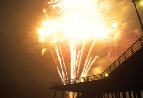 ANNUAL 4TH OF JULY FIREWORKS CELEBRATION - PISMO BEACH